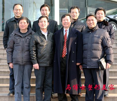 潍医79级3班8位同学毕业后合影